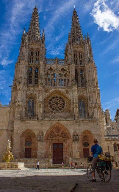 imagen frontal de la catedral de burgos