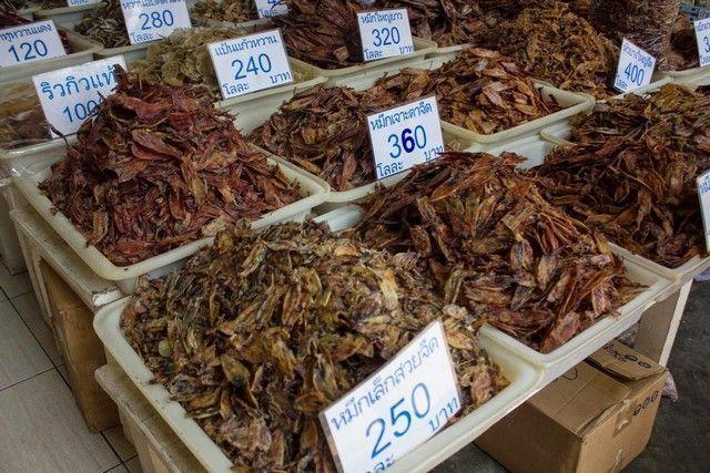 productos en mae klong market