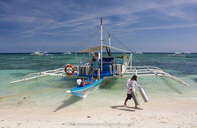 barco en alona beach panglao filipinas