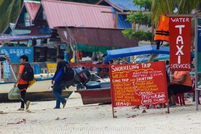 puestos en la playa del coral view perhentian kecil malasia