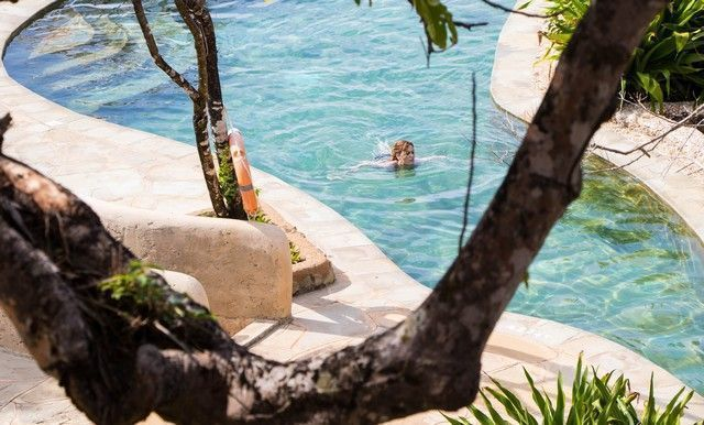 piscina the sands at chale island diani beach kenia