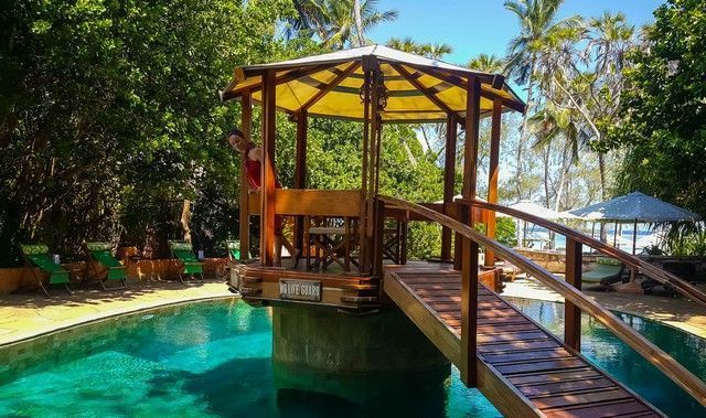 piscina the sands at nomad diani beach kenia