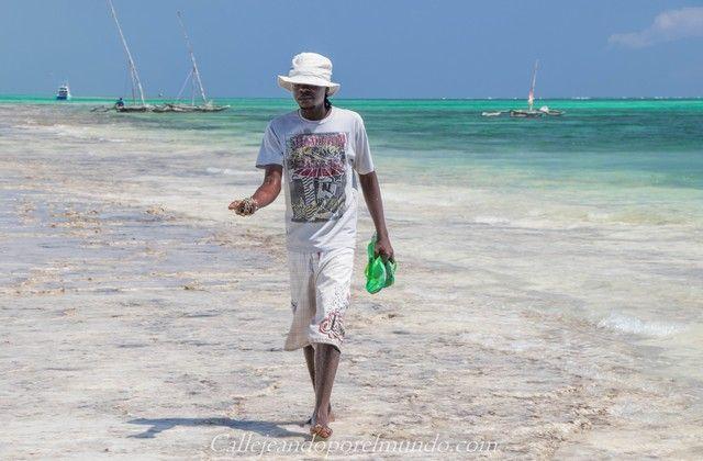 diani beach chicos de playa kenia mombasa
