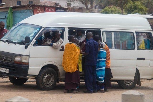 escenas cotidianas de tanzania camino a tarangire (1)