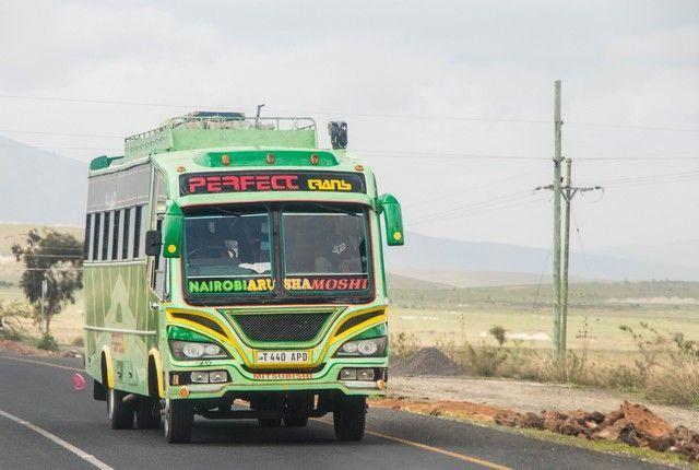 escenas cotidianas de tanzania camino a tarangire (4)