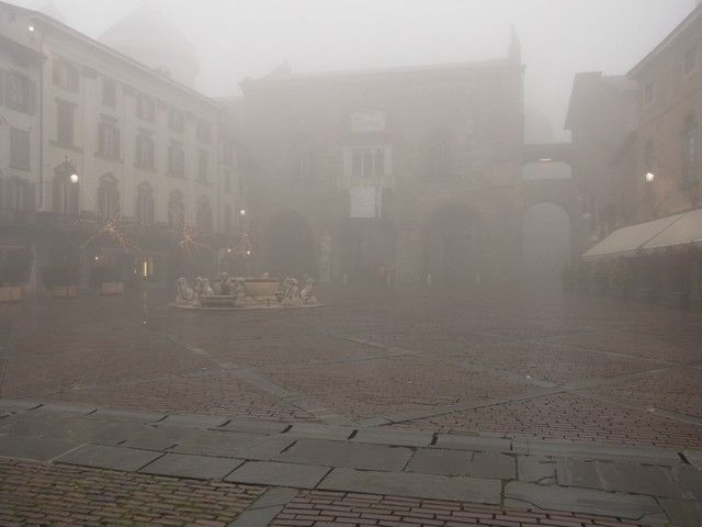 plaza-vecchia-navidad-bergamo-italia