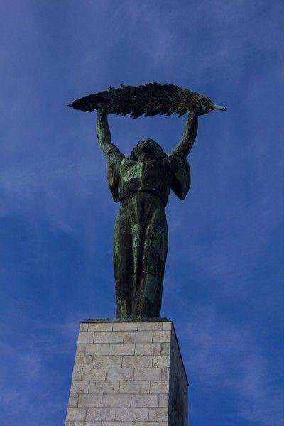 estatua libertad monte gellert budapest