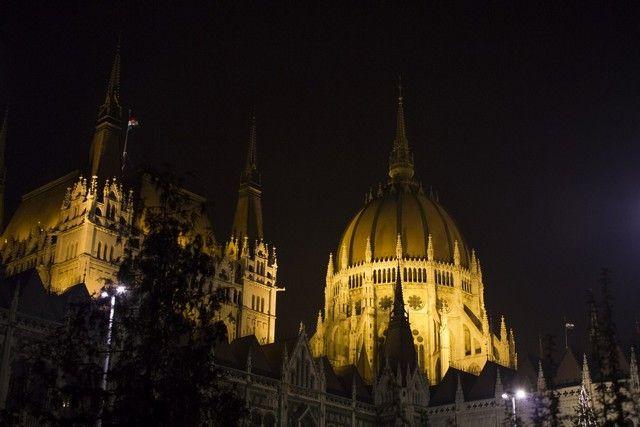 parlamento de budapest nocturna