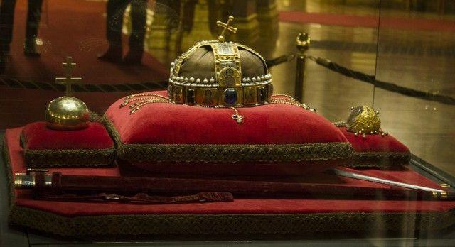santa corona hungara budapest