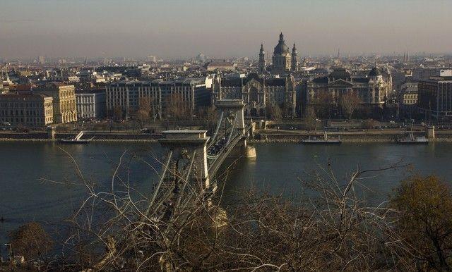 vistas del puente de las cadenas budapest