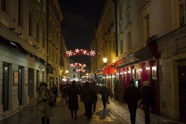 calles nocturnas bratislava navidad