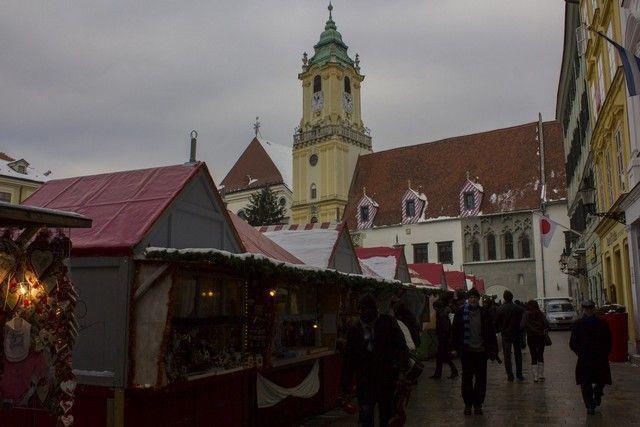 torre del ayuntamiento bratislava navidad