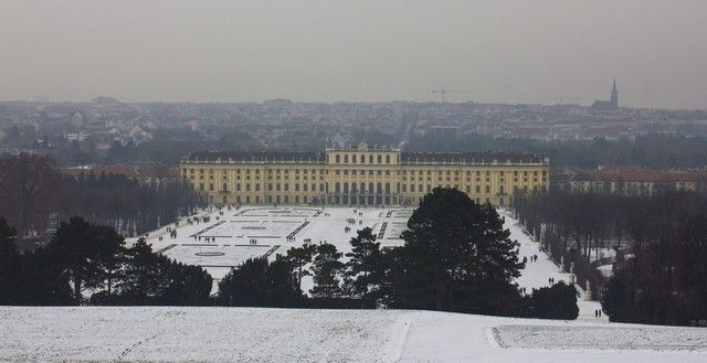 vistas del Palacio Schönbrunn desde la glorieta invierno