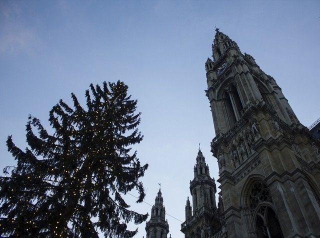 torre ayuntamiento de viena navidad