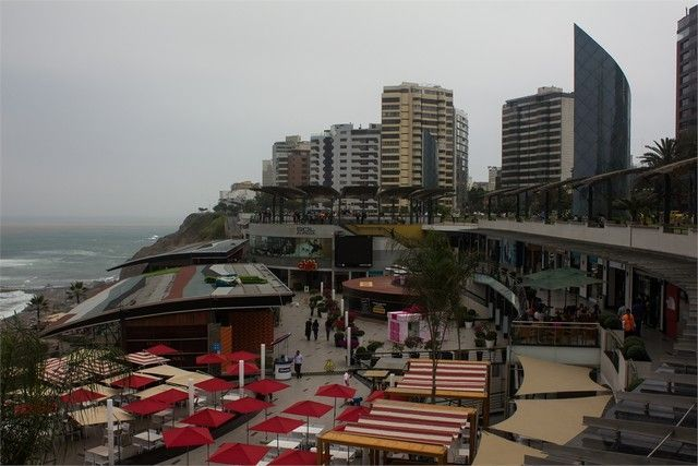 centro comercial Larcomar peru lima