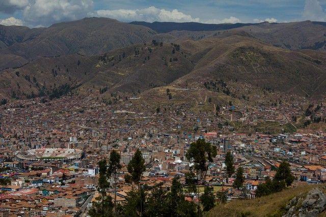 bajada hacia el cristo blanco cuzco peru