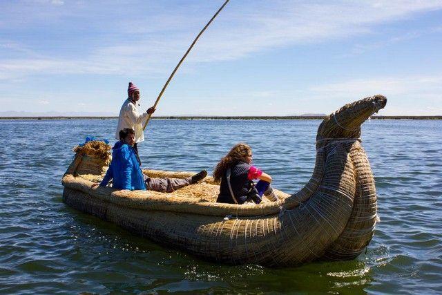 barca uro lago titicaca peru