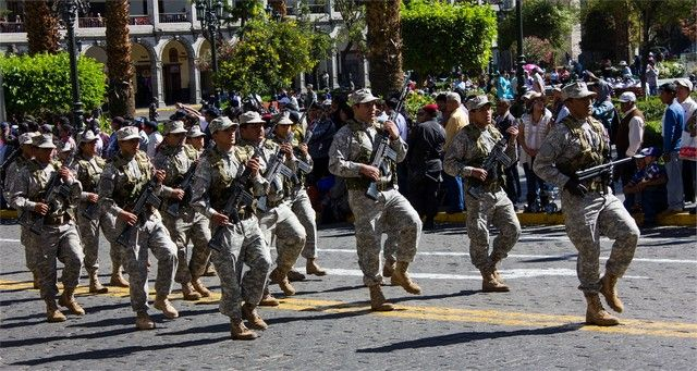 desfile plaza de armas arequipa peru