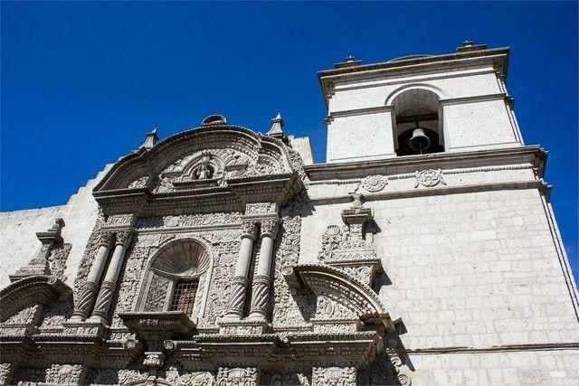 exterior iglesia de santo domingo arequipa