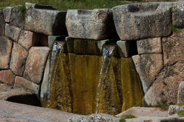 fuentes de agua tambomachay cuzco peru