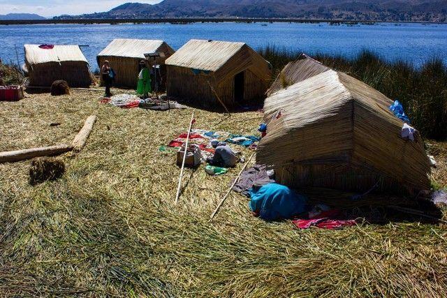 isla uro lago titicaca peru