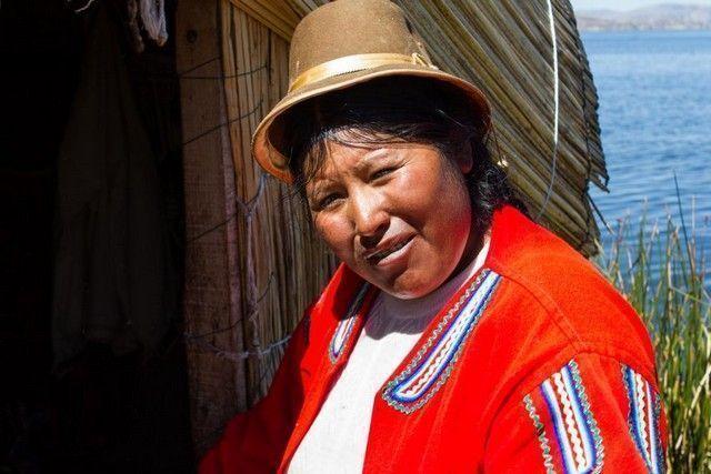 lago titicaca uros peru