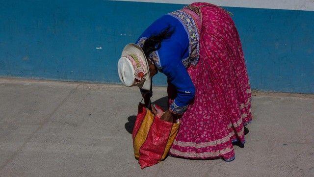 mujer en chivay peru