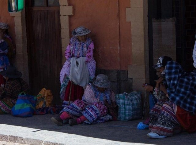 mujeres en chivay peru
