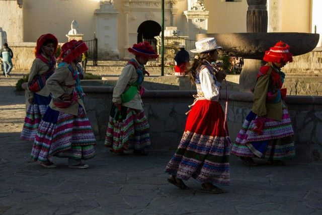 niñas bailando plaza de armas de yanque