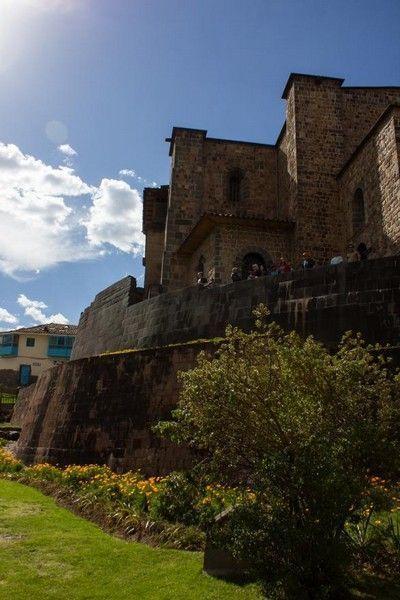 patio trasero de qoricancha cuzco peru