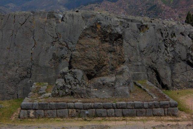 interior de qenqo cuzco peruinterior de qenqo cuzco peru