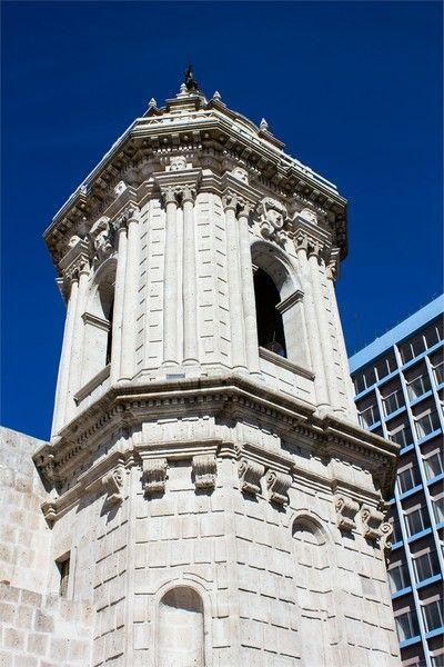 torre de la iglesia de santo domingo arequipa