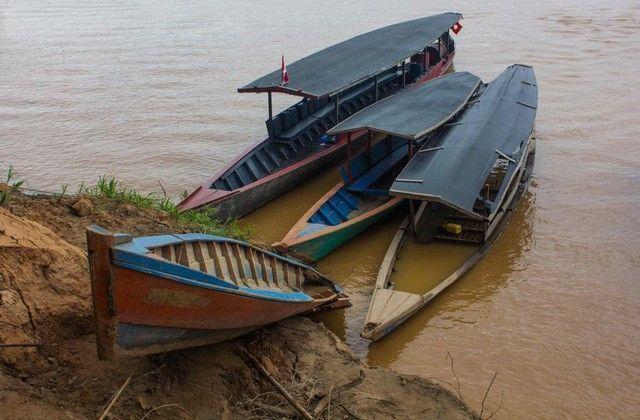 barcas en amazonas reserva tambopata peru