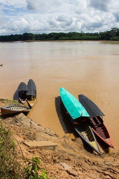 embarcaciones en el rio madre de dios amazonas tambopata peru