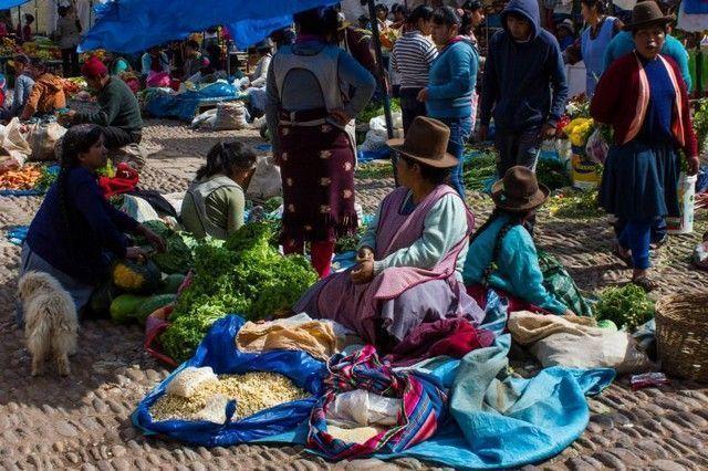 mujeres en pisac peru mercado