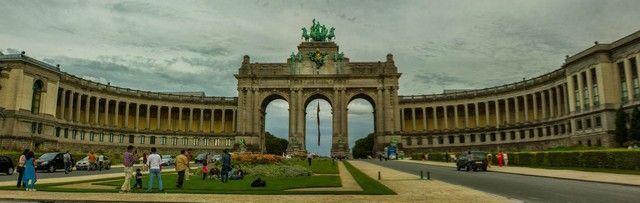 puerta del parque del Cinquentenario bruselas belgica