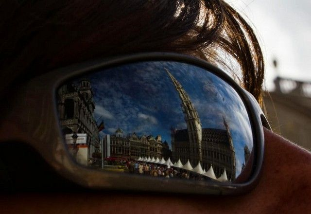 vistas de la grand place desde las gafas de sol