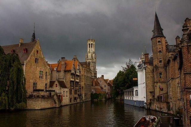 brujas belgica bajo la lluvia