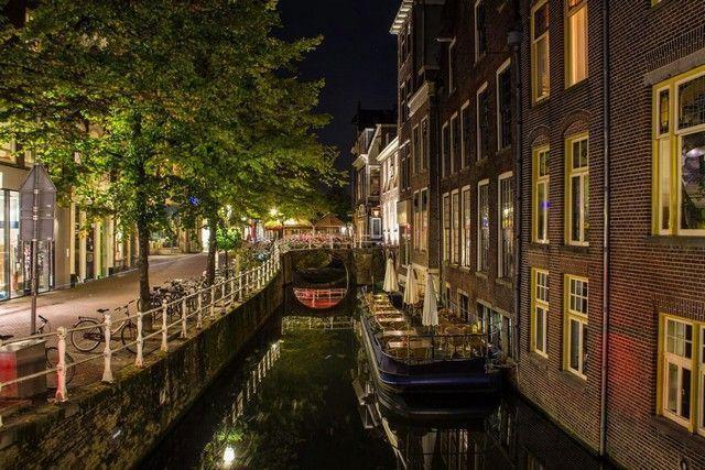 canales de delft holanda de noche