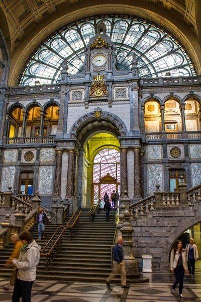 escalera de acceso estacion central de amberes belgica
