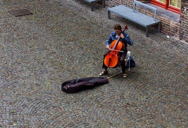 musico en brujas belgica