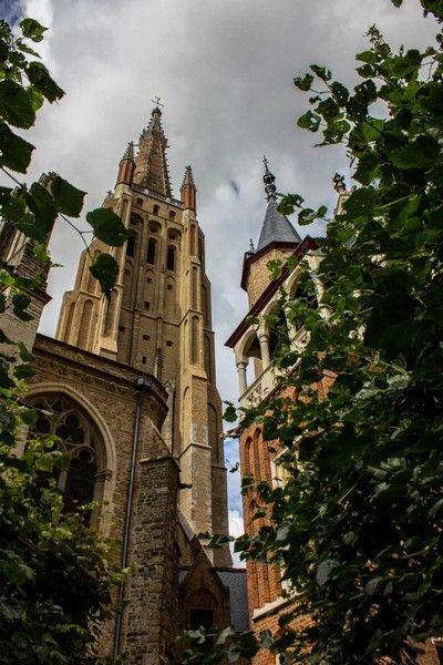 torre de la iglesia de nuestra señora brujas belgica