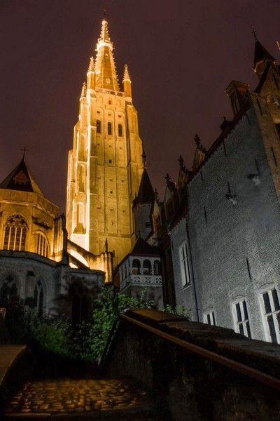 torre nuestra señora brujas nocturna