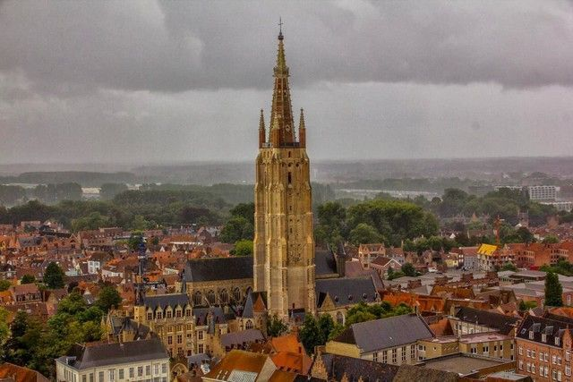 vistas desde la torre belfort bruja belgica