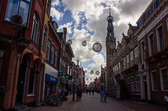 calle ayuntamiento alkmaar holanda