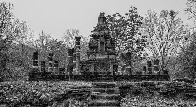Wat Khao Phra Bat Noi sukhotai