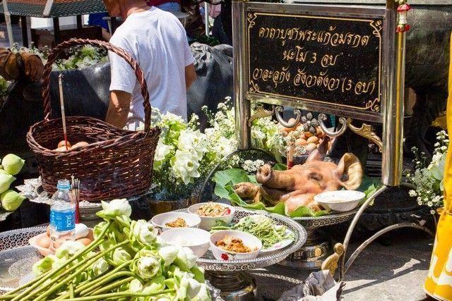 bangkok palacio del buda esmeralda ofrenda