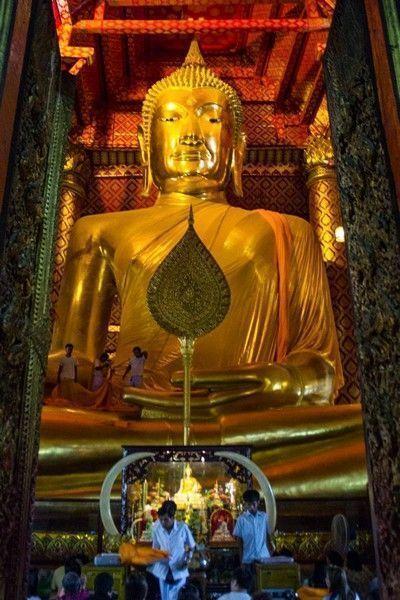 buda Wat Phanan Choeng ayutthaya