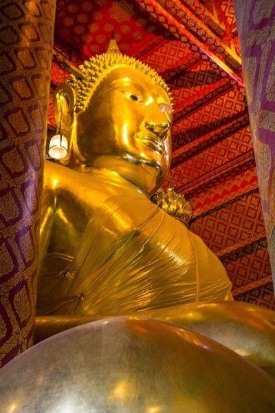 buda dorado Wat Phanan Choeng ayutthaya