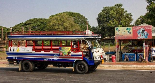 Bus que hace el trayecto New Sukhotai a Old Sukhotai por 30 baths